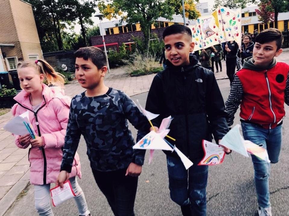 Walk of Peace 2019: 800 kinderen gaan de straat op om de vrede te vieren
